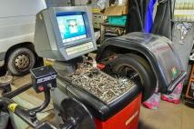 Gumiabroncs-javító és kerékkiegyensúlyozó OKJ